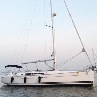 Luxury Sail Yacht Cruise in Mumbai on Jeanneau 45
