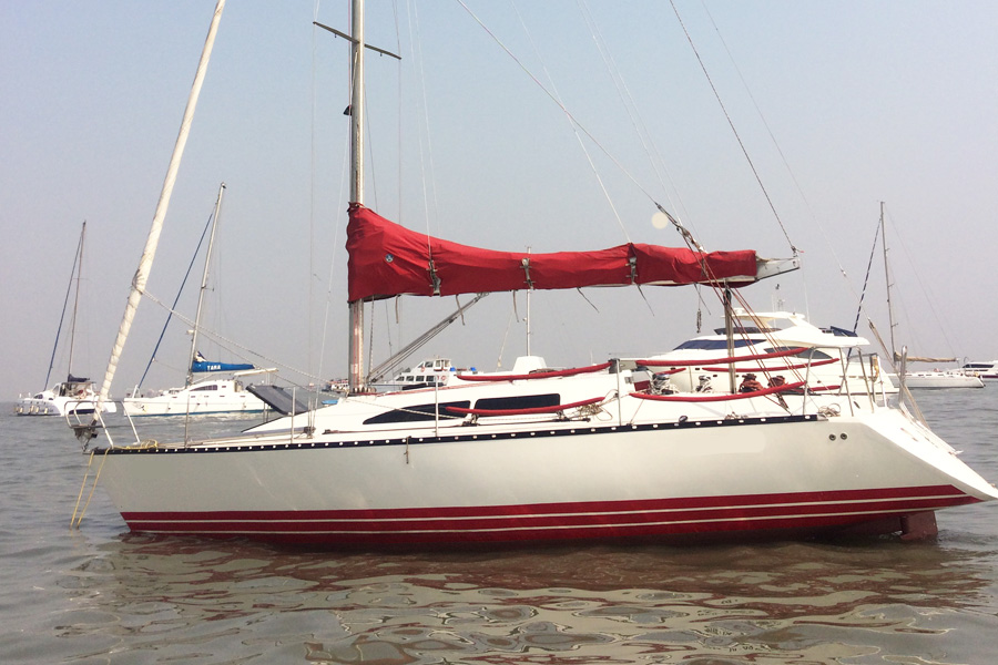 X 372 Yacht Mumbai Gateway of India