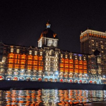 Mahek Shroff's Review for Dinner Date on a Yacht at Gateway of India, Mumbai (MacGregor 26 Yacht)