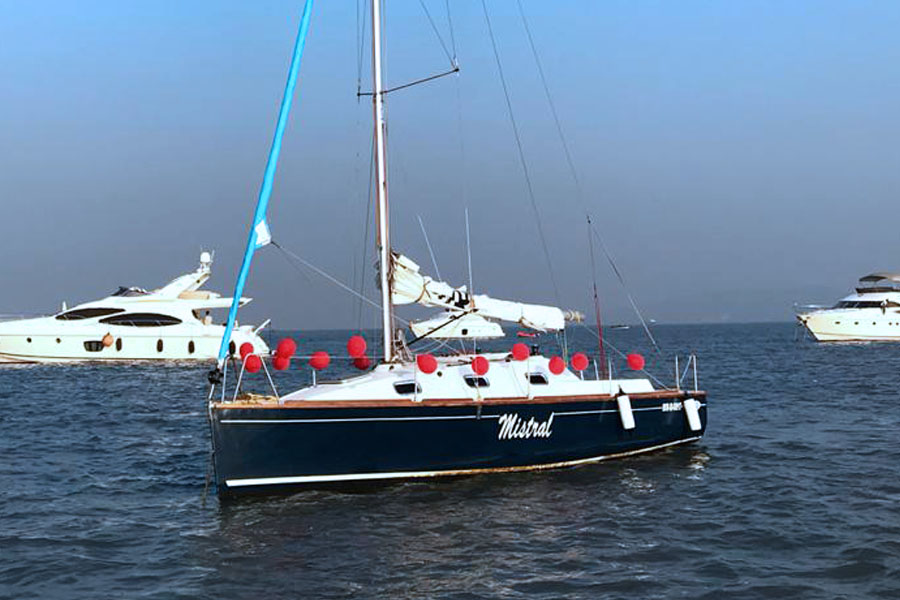 Sailing at Gateway of India, Mumbai (XS 27 Yacht)