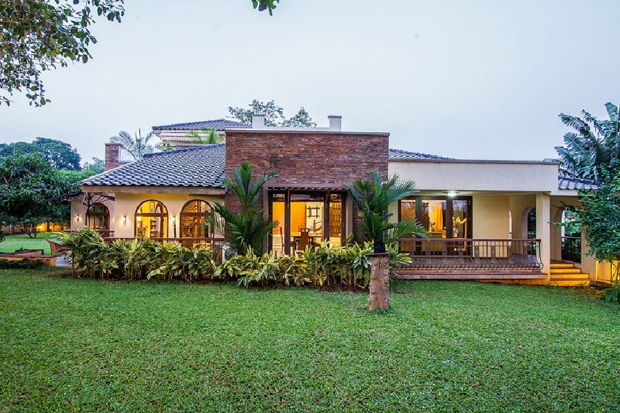 5 Bedroom Villa With Swimming Pool in Alibaug