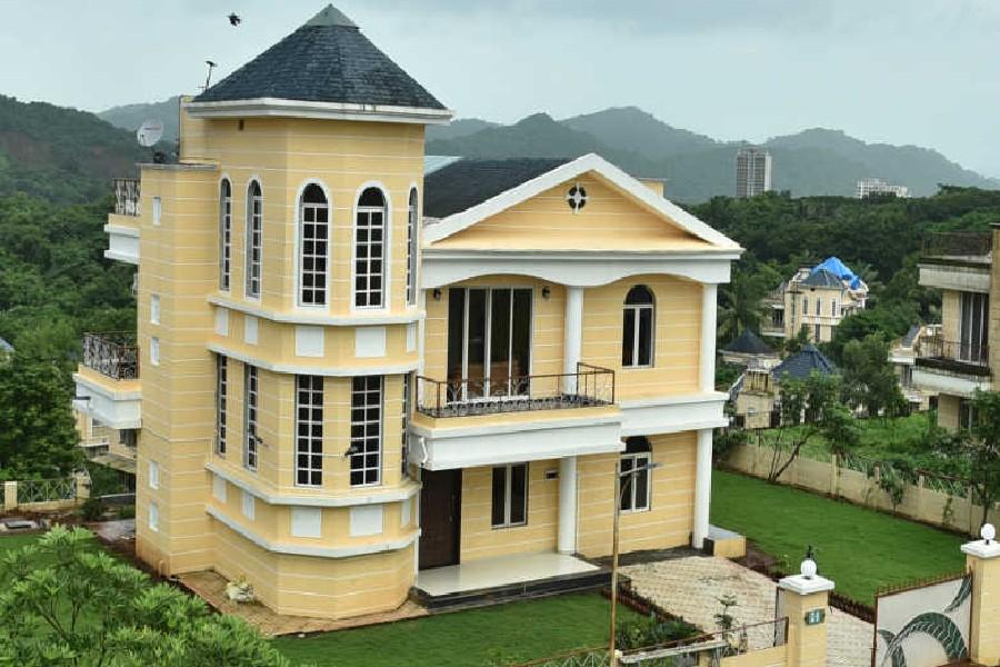 6 Bedroom Villa With Swimming Pool in Thane