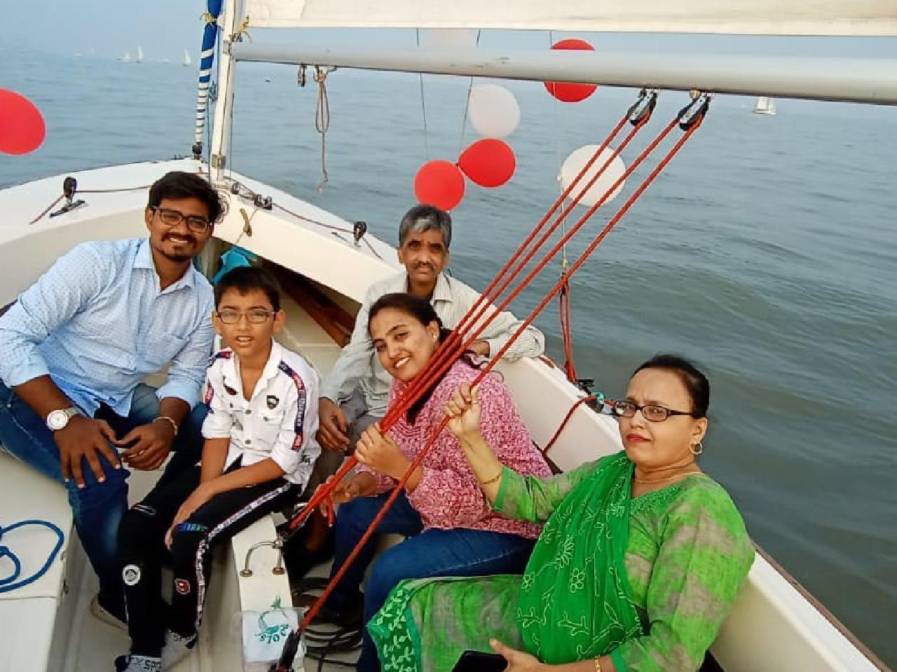 Sailing at Gateway of India