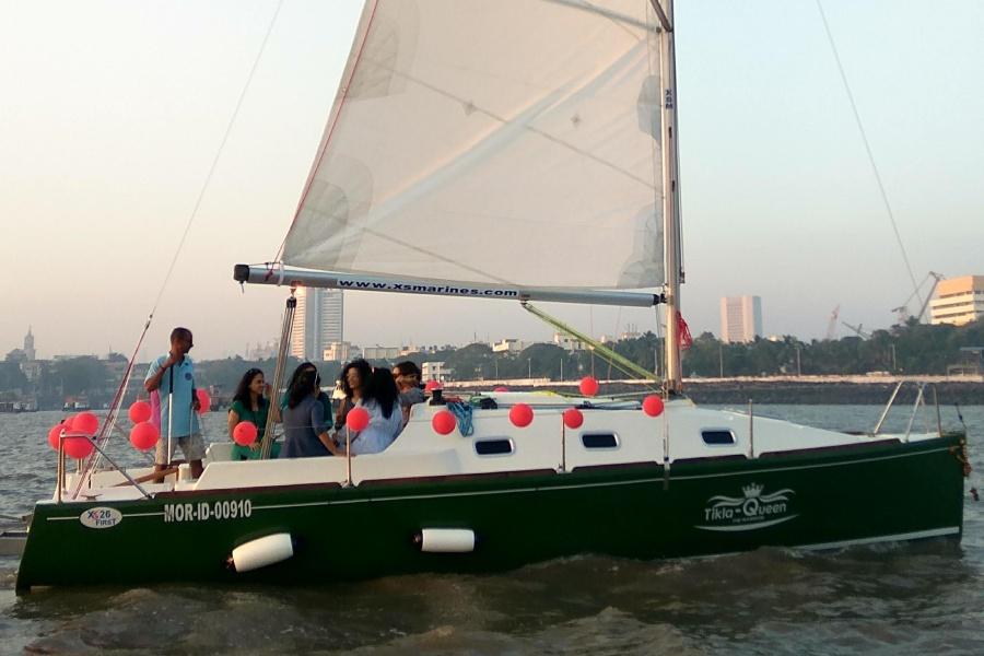 Yacht Sailing in Mumbai at Gateway of India. XS 26 Yacht.