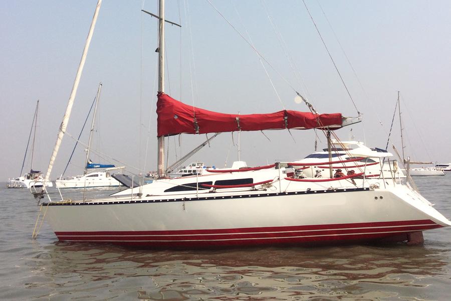 Yacht Sailing in Mumbai at Gateway of India. X 372 Sport Yacht.