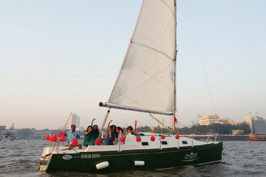 Rent a Yacht in Mumbai for 2 Hours